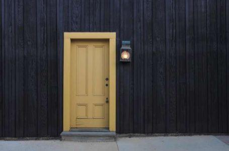 Do you try the door?
